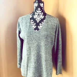 T Babaton Aritzia V Neck Tunic Sweater